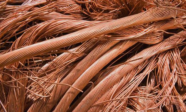 Endüstriyel metalde gösterge kabul edilen bakır fiyatları dört yılın en düşük düzeye inerek, yılbaşından bu yana yüzde 22 düştü. Alüminyum  yüzde 14 , çinko  yüzde 20  ve kalay  yüzde 22  fiyatları yıl başından bu yana ciddi bir düşüş kaydetti.