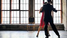 """""""Tangoda hareketi erkek verir, kadın onu takip eder"""""""