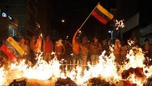 Venezuela'da hükümet binaları ateşe verildi