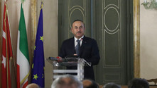 Çavuşoğlu: S-400 almak, NATO'dan uzaklaşmak anlamına gelmiyor