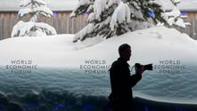Davos kar altında; çığ riskinden 30 konut tahliye edildi
