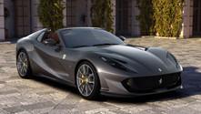 Ferrari üstü açılabilen yeni aracını tanıttı