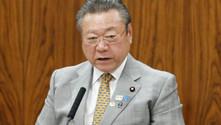 Japon bakan 3 dakika gecikti, muhalefet 5 saat boykot etti