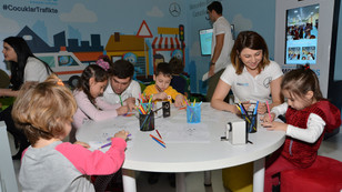 Mercedes'ten miniklere trafik eğitimi
