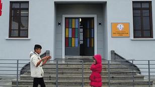 50 yıl sonra okulları tekrar açıldı Rumlar, çocuklarıyla geri döndü