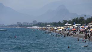 Antalya'da sahiller doldu