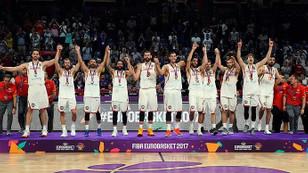 İspanya, kupayı madalya ile tamamladı