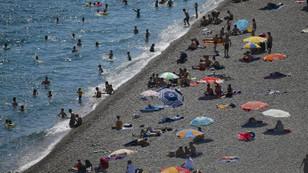 Antalya sahillerinde bayram tatili yoğunluğu