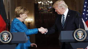 Spicer: Trump, Merkel'e saygı duyuyor