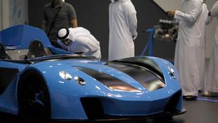 Lüks otomobiller Dubai'de görücüye çıktı