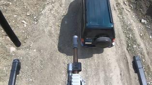 Karakol ve konvoy güvenliği için silahlı drone