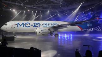 Rusya yolcu uçağını ilk kez uçurdu