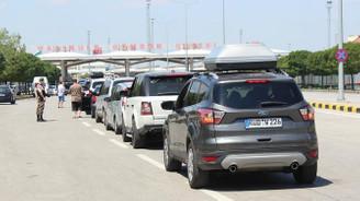Dönüş yolundaki gurbetçiler Edirne ekonomisini hareketlendirdi
