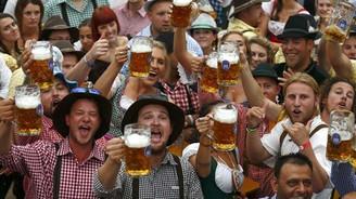 6 milyon kişi 7 milyon litre bira içecek