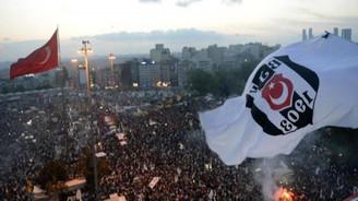Taraftar Taksim'e yürüdü