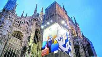Türk dericiler Duomo'ya bayrak dikti