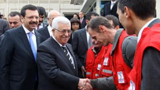Filistinli öğrencilere 5 TIR dolusu yardım