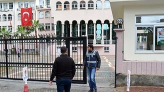 Adana'da o okulda arama başlatıldı
