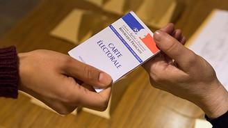 Fransa'da sandığın galibi merkez sağ oldu