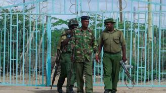 Eş Şebab mevzilerini bombaladı