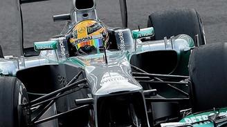 Hamilton üst üste 3. kez ilk cepte