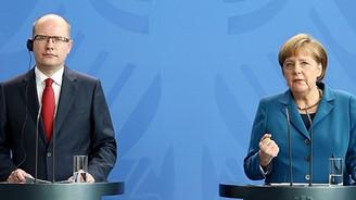 Merkel: Dostlar birbirine karşı casusluk yapmamalı