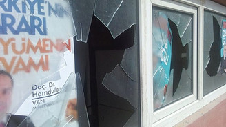 AK Parti seçim irtibat bürosuna taşlı saldırı