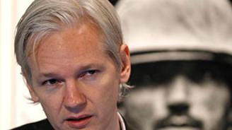 Assange hakim önüne çıkıyor