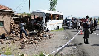 Öğrencileri taşıyan midibüs kaza yaptı: 28 yaralı