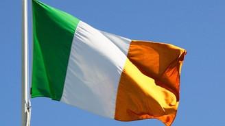 İrlanda'da eş cinsel evliliğe izin çıktı