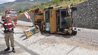 2 askeri araç devrildi: 4 yaralı