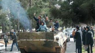 Kaddafi'ye bağlı birlikler Ras Lanuf'a ilerliyor