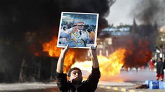 Kaddafi yine bombaladı