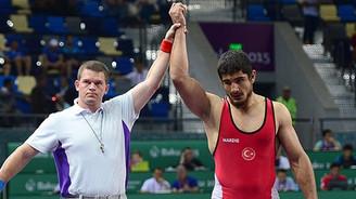 Türk güreşçiden altın madalya