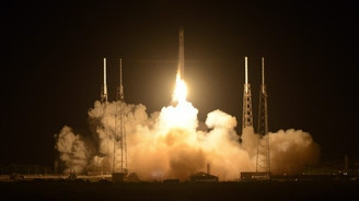Falcon 9 roketi havada infilak etti