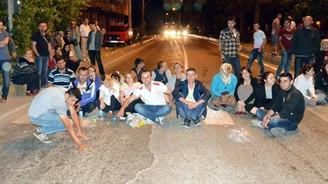 Mahalle sakinleri kızdı, yol kapattılar