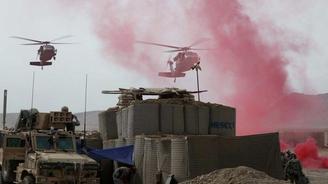 NATO Afgan askerlerini vurdu: 8 ölü
