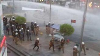 Kadıköy'de Suruç protestosuna müdahale