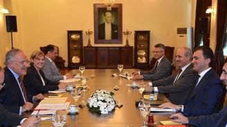 AK Parti ile CHP heyetleri 'koalisyon'u görüştü