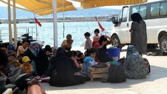 Ayvalık'ta lastik bot içinde 57 Afgan yakalandı