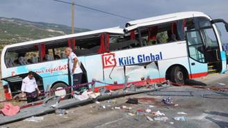 Tur otobüsü devrildi: 4 ölü 38 yaralı