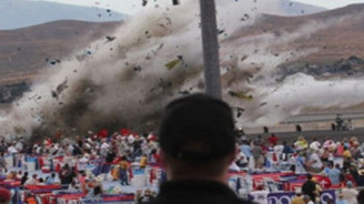 İki gösteri uçağı çarpıştı: 1 ölü