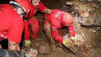Artvin'de kayıp 3 kişi hala aranıyor