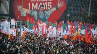 1 Mayıs coşkusu Taksim'i doldurdu