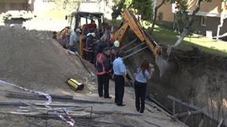 Göçük altında kalan iki işçi kurtarıldı