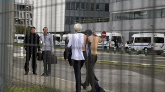 Air France'da çalışanları yöneticilere saldırdı