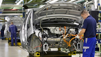 Otomotiv ve metal eşya euro-dolar paritesine duyarlı