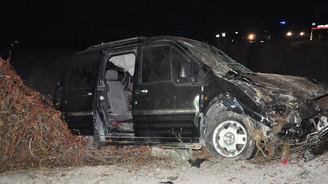 Hafif ticari araç devrildi: 4 ölü, 2 yaralı