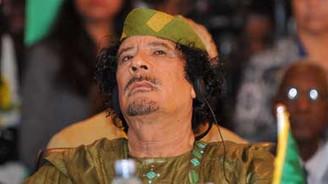 Muhalifler Kaddafi'nin karargahında iddiası