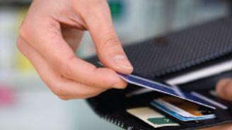 Tüketici banka kartına yöneldi